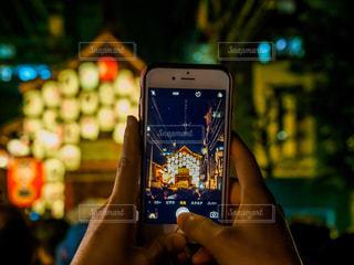 祇園祭をスマホで撮影の写真・画像素材[2292106]