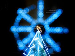 クリスマスツリーと玉ボケの写真・画像素材[2786608]