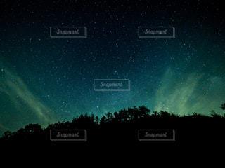 オーロラのような星空の写真・画像素材[3381671]