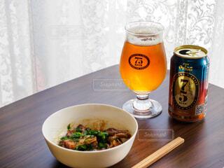 名護ビールとラフテーで昼飲みの写真・画像素材[3918017]