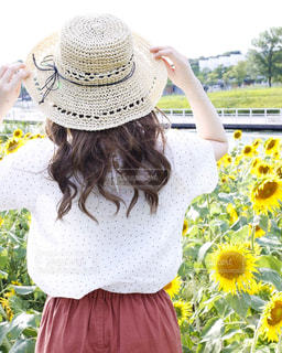 公園,夏,太陽,ひまわり,日焼け,女の子,洋服,Tシャツ,シャツ,ひまわり畑,真夏,夏服,半袖