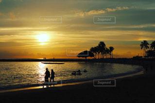 ワイキキビーチ サンセットの写真・画像素材[1049671]