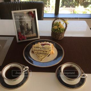 記念日のケーキとコーヒーの写真・画像素材[1082366]