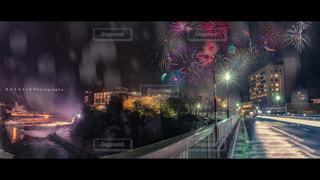 空に花火の写真・画像素材[1049909]