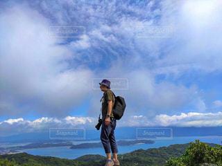 男性,自然,風景,空,夏,カメラ,屋外,きれい,青空,散歩,山,登山,美しい,人物,人,写真,日本,九州,初夏,休日,レジャー,ハイキング,サマー,お散歩,真夏,ライフスタイル,山登り,7月,福岡県,糸島市