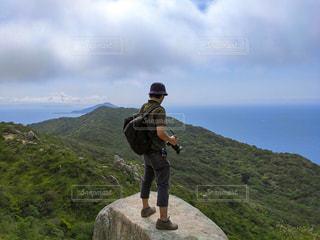 男性,自然,風景,空,夏,カメラ,屋外,きれい,青空,山,登山,美しい,人物,人,写真,日本,九州,初夏,休日,レジャー,ハイキング,サマー,お散歩,真夏,ライフスタイル,山登り,7月,福岡県,糸島市