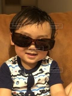 ファッション,アクセサリー,サングラス,子供,眼鏡,ソファー,人,男の子,2歳,メガネ