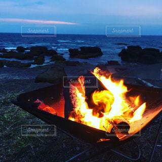 近くに火のの写真・画像素材[1206789]