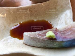 魚,ピンク,和食,日本食,おいしい,海鮮,わさび,ピンク色,桃色,美味,サバ,鯖,醤油,旬,山葵,しめ鯖,ワサビ,切り身,シメサバ,切身,シメ鯖,松輪鯖,松輪サバ,醤油皿
