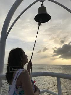海,空,屋外,水面,人物,人,旅,未来,夕陽,Snapmart,女子旅,夢,願い,願い事,#コンテスト
