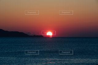 海,赤,夕焼け,船,シルエット,日没,夕陽,沼津,日が沈む