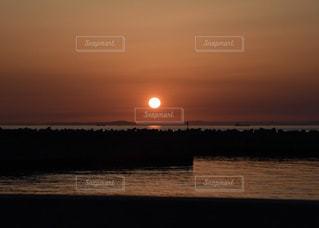 沈む夕日の写真・画像素材[1217970]