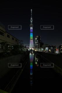 夜に時計塔が点灯するの写真・画像素材[2381856]