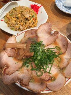 肉,麺,チャーハン,定食,ラーメン,大盛り,チャーシュー,食欲