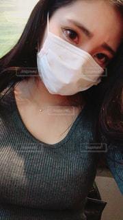 selfie を取る女性の写真・画像素材[1062157]