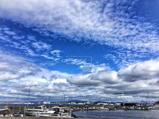 海ような青い空と雲の写真・画像素材[1134078]
