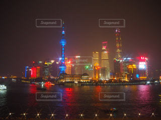 中国上海の外灘から見た夜景の写真・画像素材[1816066]