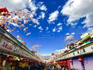 浅草の桜と青空の写真・画像素材[1099296]
