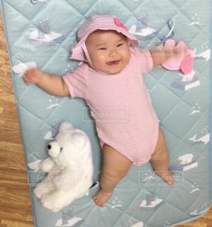 女の子の赤ん坊の写真・画像素材[1280126]