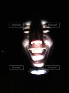 下からライトで怖いの写真・画像素材[82224]