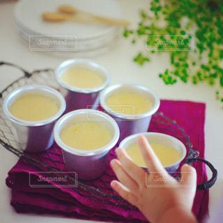 テーブルの上のコーヒー カップの写真・画像素材[841429]
