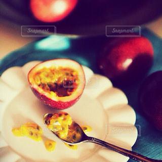 皿の上のフルーツ ボウル - No.899198