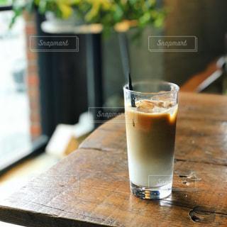 近くのテーブルにビールのグラスをの写真・画像素材[927480]