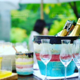テーブルにガラスの瓶のグループの写真・画像素材[927486]