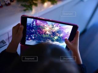 携帯電話を持つ手の写真・画像素材[935178]