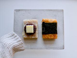 テーブルの上のケーキの一部の写真・画像素材[1764512]