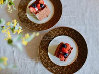 皿の上のケーキの写真・画像素材[2284914]
