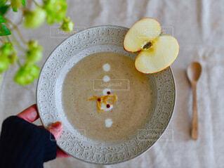 食べ物,手持ち,スープ,人物,りんご,器,ポートレート,ポタージュ,ライフスタイル,手元,食育