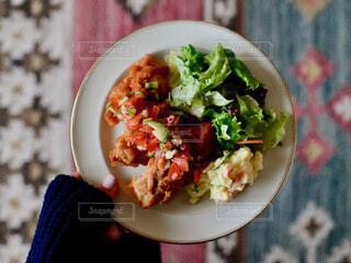 食べ物,手持ち,ワンプレート,皿,人物,サラダ,料理,ポートレート,ライフスタイル,レシピ,手元