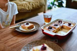 食べ物,カフェ,デザート,テーブル,皿,リラックス,座る,おうちカフェ,ドリンク,おうち,菓子,ライフスタイル,ファストフード,おうち時間