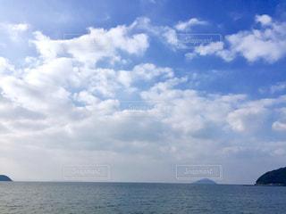 水体の空に雲の写真・画像素材[1100420]