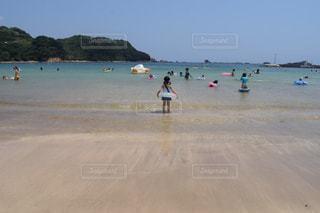 ビーチの人々 のグループの写真・画像素材[1415362]