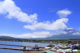 富士を望むアヒルボートの写真・画像素材[2260335]