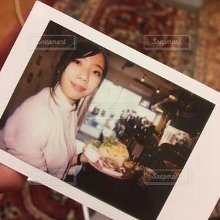 ボックスに座っている人の写真・画像素材[1257317]