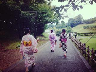 道を歩く人々 のグループの写真・画像素材[1264460]