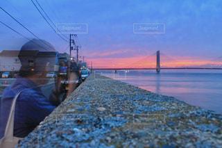 水の体の上の橋の写真・画像素材[1312685]