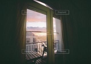 窓の外を見るビューの写真・画像素材[3458979]