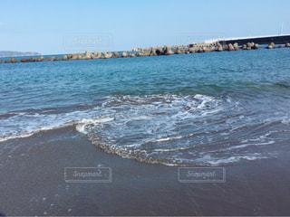 海の横にある砂浜のビーチの写真・画像素材[1098246]