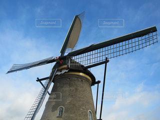 曇りの日に風車の写真・画像素材[1107084]