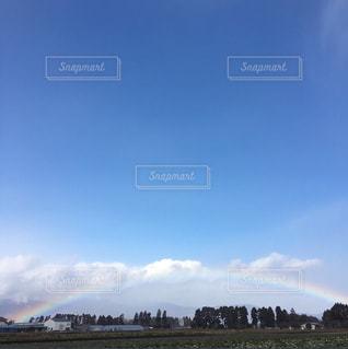 青空にかかる虹の写真・画像素材[1096192]