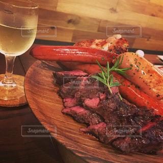 食べ物,秋,食事,テーブル,ワンプレート,グリル,ワイン,料理,お肉,白ワイン,ワイングラス,ガッツリ,食欲の秋
