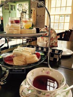 食べ物,スイーツ,カフェ,屋内,デザート,テーブル,お茶,紅茶,女子会,食,アフタヌーンティー,軽食,食欲,食欲の秋