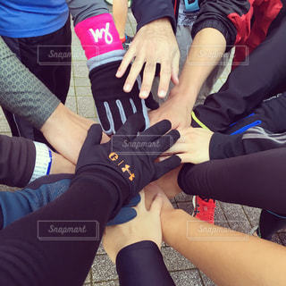 スポーツ,手,人物,人,ジョギング,マラソン,手袋,運動,グループ,仲間,マラソン大会,チーム,円陣,スポーツの秋,リストバンド
