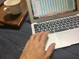 女性,パソコン,人物,人,PC,ビジネス,キーボード,作業中,コンピューター,資料,ノート パソコン,ノート型パソコン