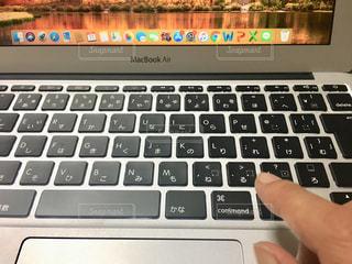 女性,屋内,手,指,パソコン,人物,人,PC,ビジネス,キーボード,作業中,コンピューター,資料,ノート パソコン,ノート型パソコン