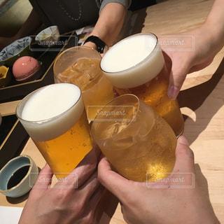 黄色,手,人物,人,ビール,カップ,乾杯,イエロー,飲み会,ドリンク,アルコール,yellow